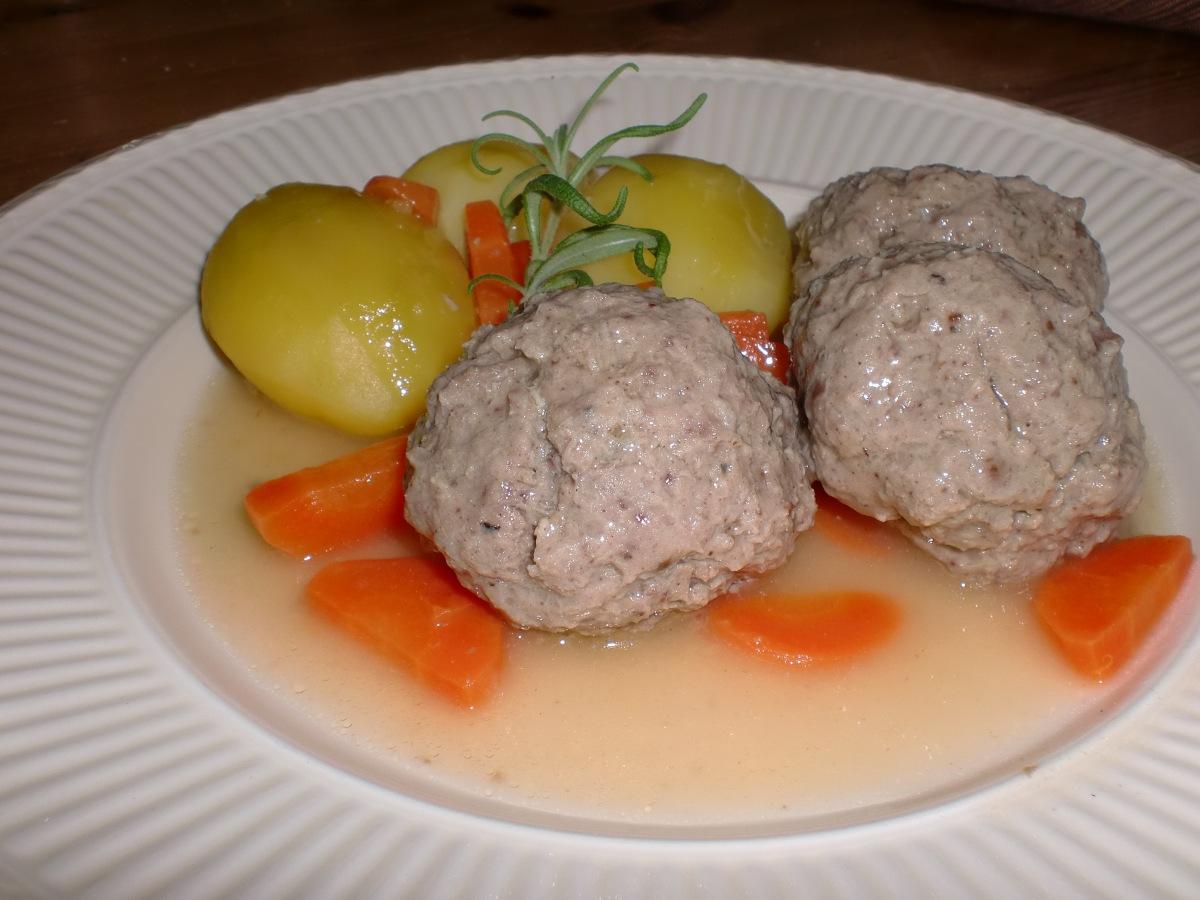 Bollefrikassé - frikassé med kjøttboller